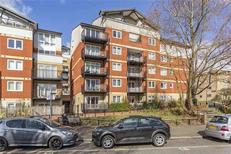 2 Bedrooms Flat for sale in Penn Place, Northway, Rickmansworth, Hertfordshire, WD3