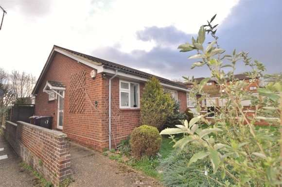 2 Bedrooms Bungalow for sale in Latchmore Close, Hitchin