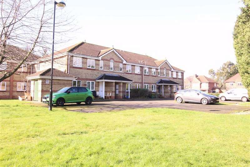 2 Bedrooms Flat for sale in Mountbatten Gardens, Beckenham, BR3