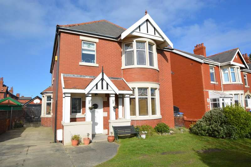 4 Bedrooms Detached House for sale in Watson Road, Blackpool, FY4 2DB