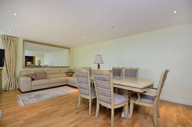 2 Bedrooms Flat for sale in The Boulevard, Sands End, SW6