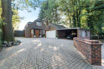 4 Bedrooms Detached House for sale in Downe Road, Keston