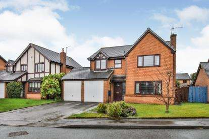 4 Bedrooms Detached House for sale in Dovedale Drive, Burnley, Lancashire