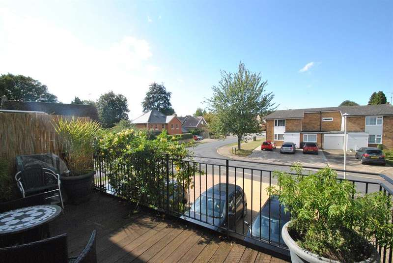 4 Bedrooms Terraced House for sale in Vicarage Road, Buntingford, SG9 9BE