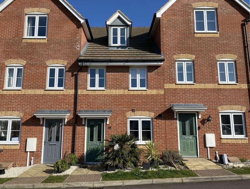 3 Bedrooms Terraced House for sale in Plaxton Way, Herne Bay