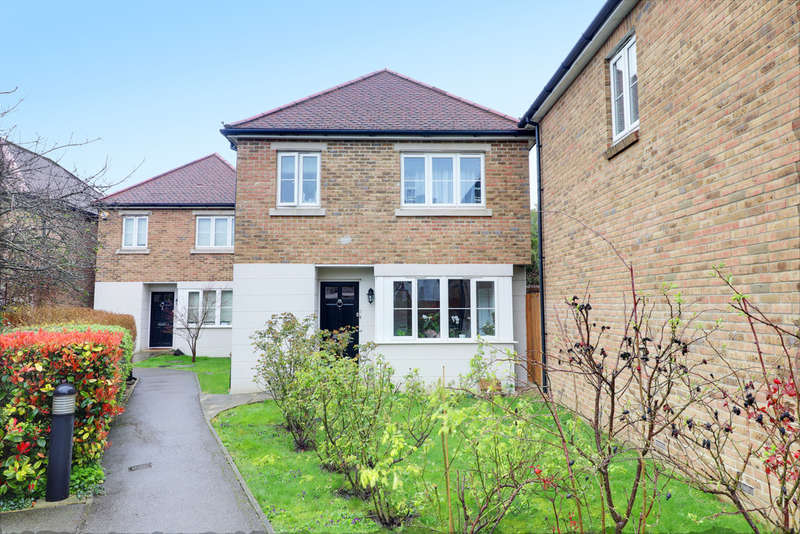 3 Bedrooms Detached House for sale in Cameron Close, Bowes Park, London, N22