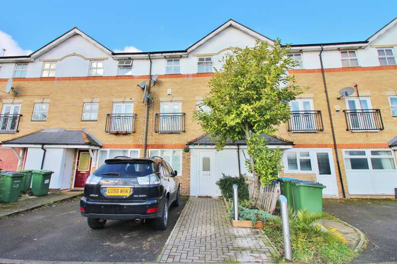4 Bedrooms Town House for sale in Lakeside Avenue, Thamesmead, London, SE28 8RU