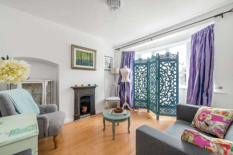 3 Bedrooms Terraced House for rent in Lincoln Avenue, Twickenham, TW2