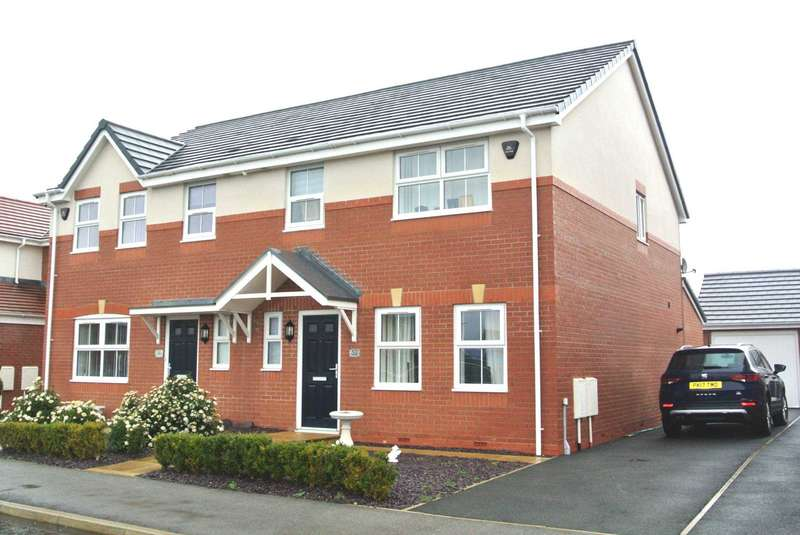 3 Bedrooms Semi Detached House for sale in Holly Wood Way, Blackpool, FY4 5FQ