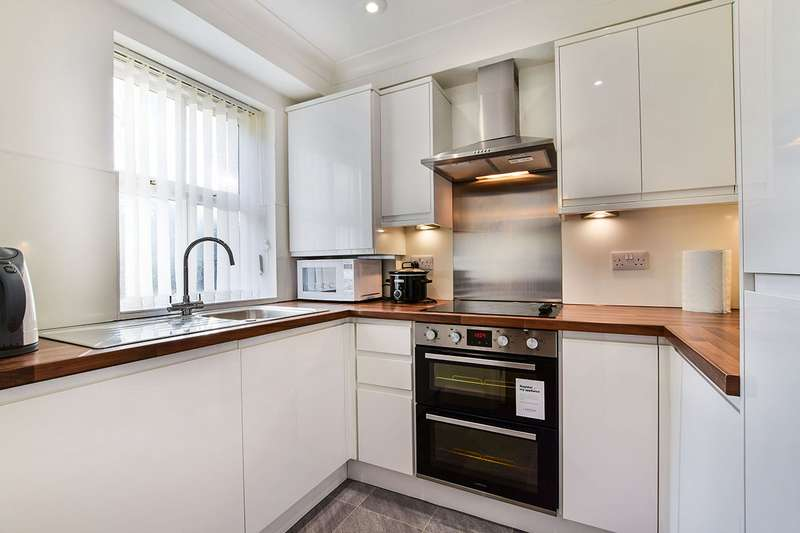 1 Bedroom Apartment Flat for sale in Mansart Court, 10 Olive Shapley Avenue, Manchester Didsbury, Greater Manchester, M20