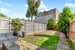 2 Bedrooms Terraced House for sale in Tonbridge Road, Maidstone, Kent