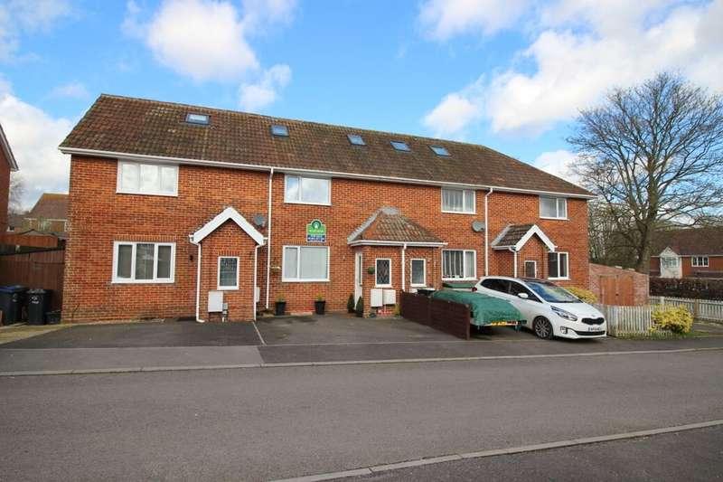 3 Bedrooms Property for sale in Appleshaw Way, Perham Down, Andover, SP11