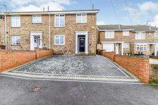3 Bedrooms End Of Terrace House for sale in Nottingham Walk, Strood, Rochester, Kent