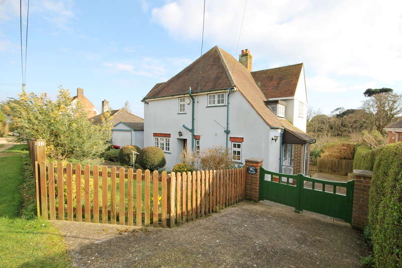 3 Bedrooms Detached House for sale in Totland Bay, Isle Of Wight