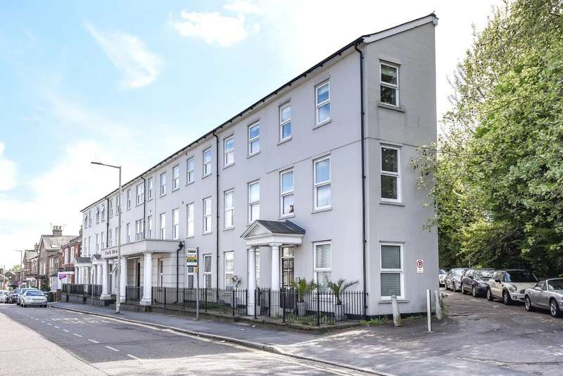 1 Bedroom Flat for sale in North West Apartment, 25 Woodford Road, Watford, Hertfordshire, WD17