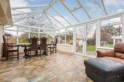 3 Bedrooms Bungalow for sale in West Drive, Thornton-Cleveleys, Lancashire, ., FY5