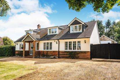 2 Bedrooms Bungalow for sale in Southampton Road, Ringwood, Hampshire