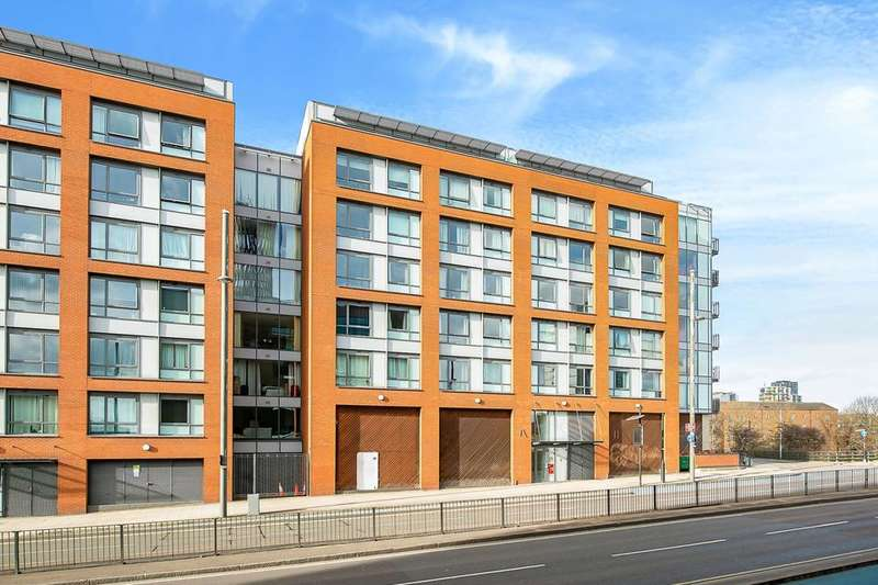 2 Bedrooms Flat for sale in The Lock Building, 72 High Street, Stratford E15