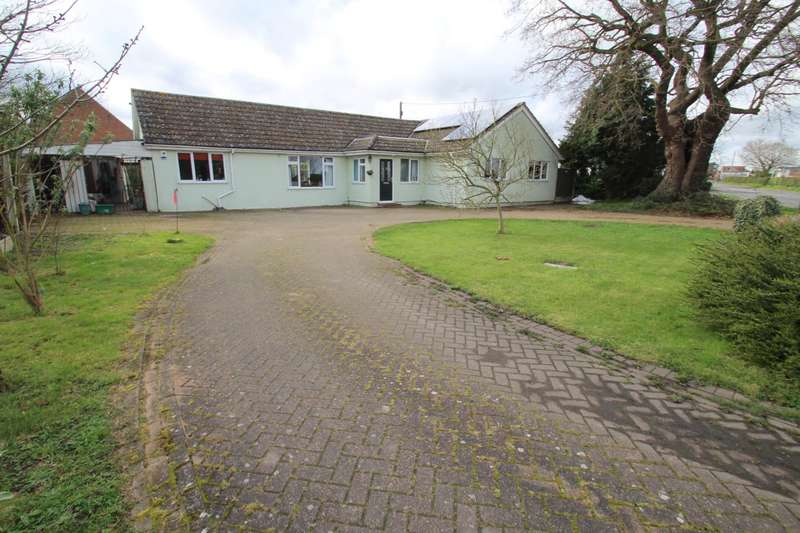 4 Bedrooms Detached Bungalow for sale in Mersea Road, Blackheath, Colchester