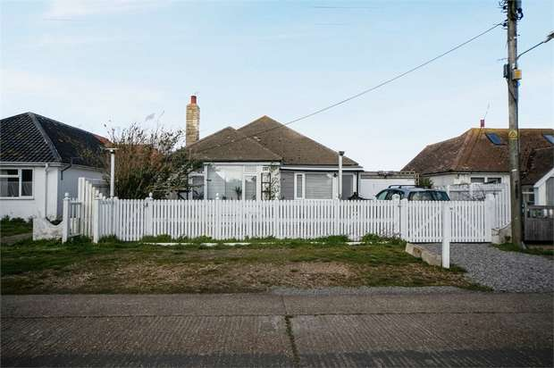 3 Bedrooms Detached Bungalow for sale in Williamson Road, Lydd on Sea, Romney Marsh, Kent