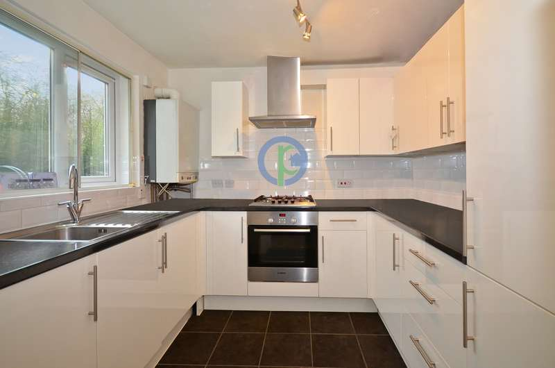 2 Bedrooms Ground Flat for sale in Greenway Close London