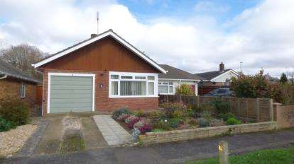 3 Bedrooms Bungalow for sale in Waterlooville, Hampshire, United Kingdom