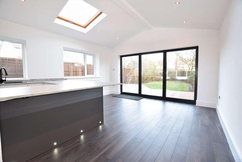 3 Bedrooms Semi Detached House for sale in Stonyhill Avenue, Blackpool