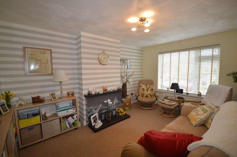 2 Bedrooms Semi Detached Bungalow for sale in Woodhurst Close, Cuxton, Rochester, Kent, ME2