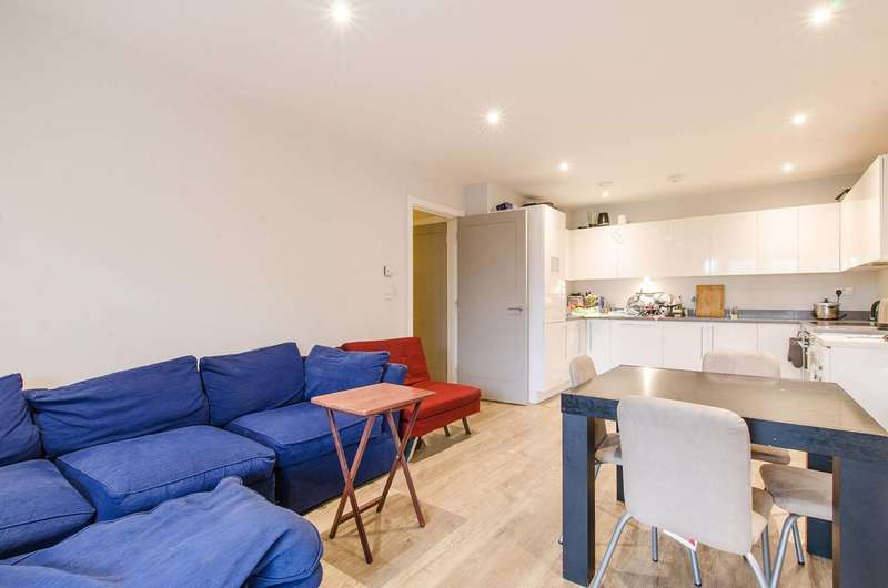 3 Bedrooms Flat for sale in St Ives Place, Poplar, E14