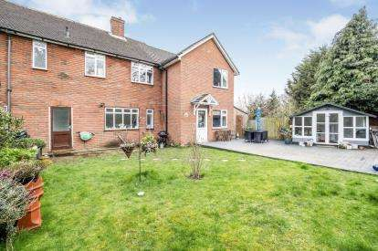 4 Bedrooms End Of Terrace House for sale in Chigwell, Essex
