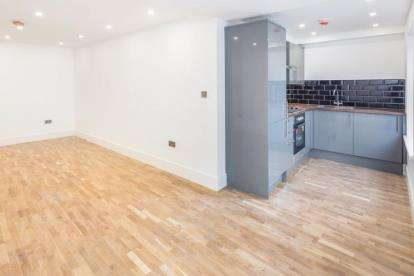2 Bedrooms Flat for sale in 49 - 49a High Street, Lyndhurst