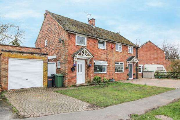 4 Bedrooms Semi Detached House for sale in Tadley, Hampshire, .