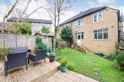 2 Bedrooms Flat for sale in Ash Tree Dell, London