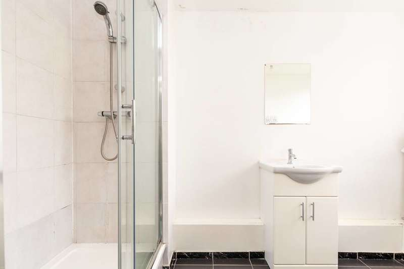 3 Bedrooms Flat for sale in North End Road, Barons Court, W14