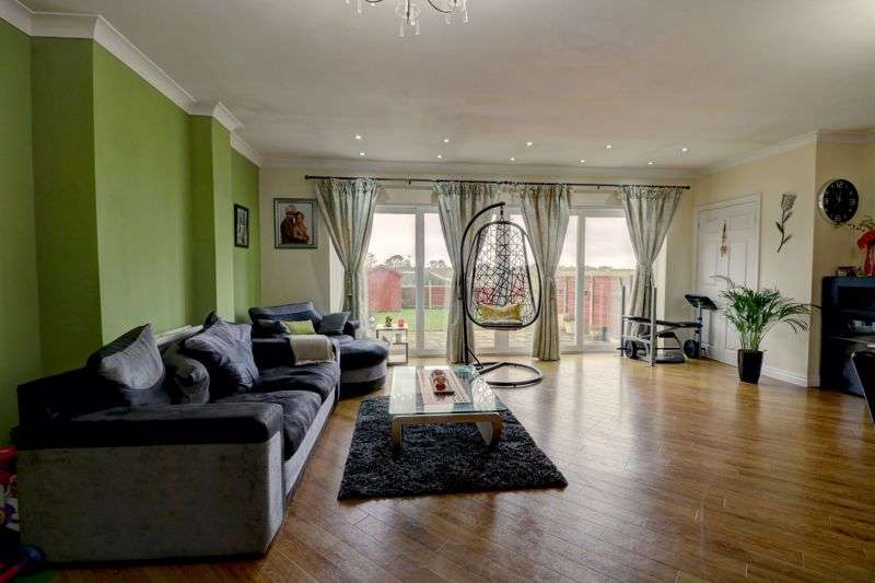 4 Bedrooms Property for sale in Woodland Avenue, Scarisbrick, Ormskirk L40