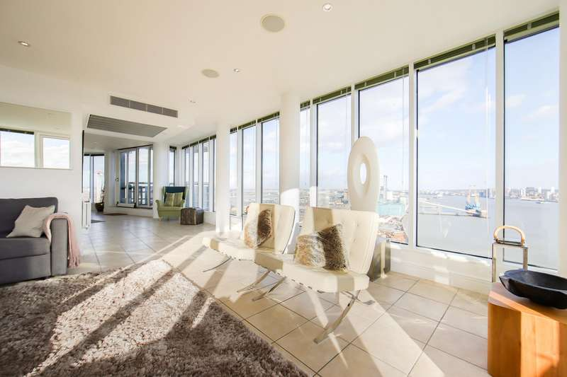 3 Bedrooms Flat for sale in Wards Wharf Approach, E16