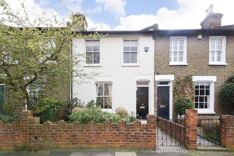 2 Bedrooms Terraced House for sale in Lyveden Road London SE3