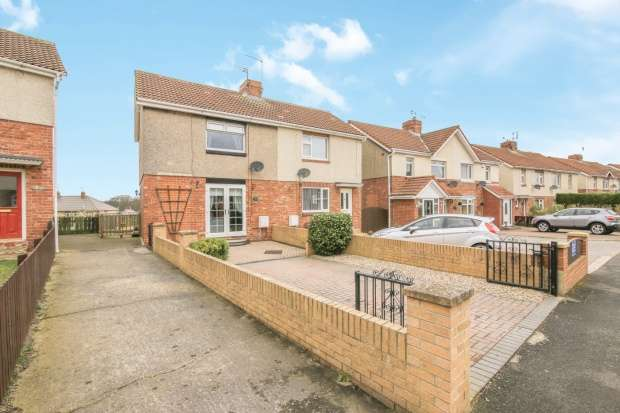 Semi Detached House for sale in Sheepwash Ave, Choppington, Northumberland, NE62 5NN