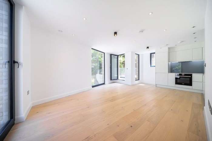 3 Bedrooms Flat for sale in Finchley Road, Hampstead, London, NW3
