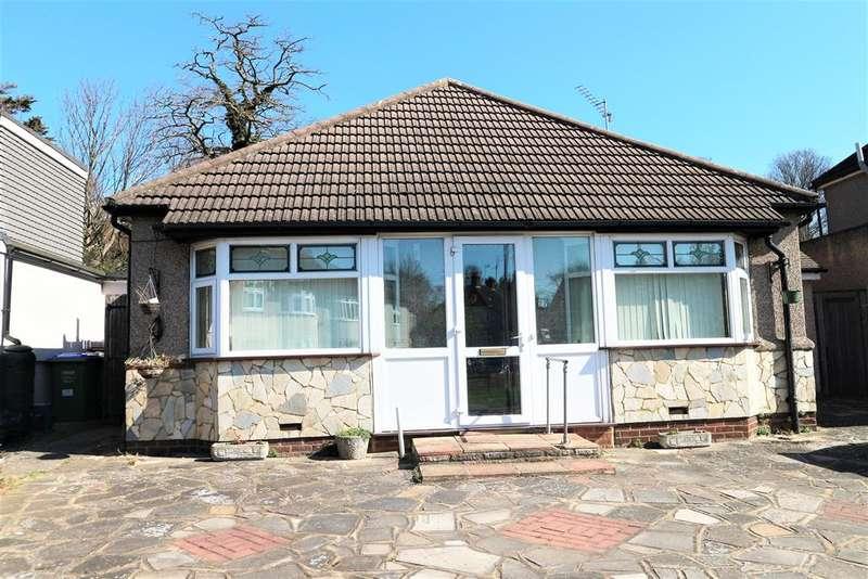 2 Bedrooms Detached Bungalow for sale in Grasmere Road, Barnehurst, Kent, DA7 6PL