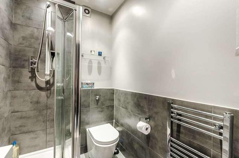 1 Bedroom Flat for sale in Westwick Gardens, Brook Green, W14