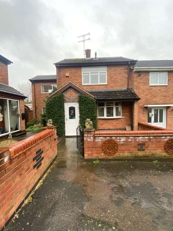 3 Bedrooms Semi Detached House for sale in Redhouse Rise, Glen Parva, Leicester, LE2