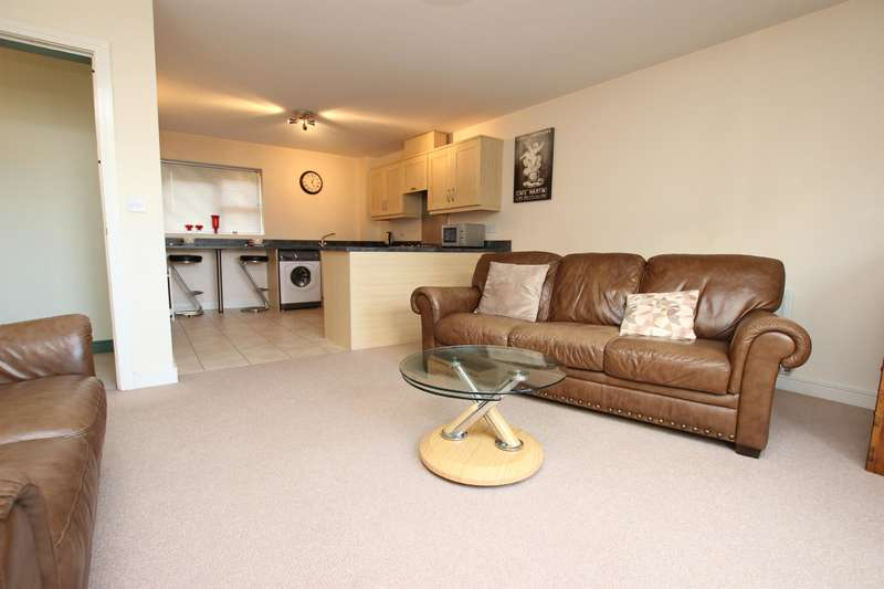 2 Bedrooms Apartment Flat for sale in Ainsworth Close, Darwen, Lancashire, BB3 2UN
