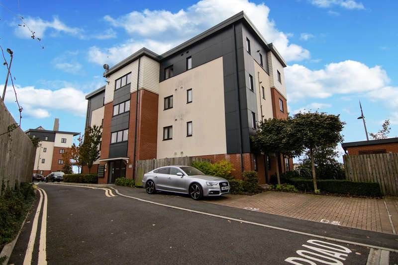 2 Bedrooms Flat for sale in Devonia House, Newport