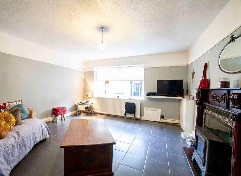 3 Bedrooms Terraced House for sale in Warrington Street, Lees, Oldham, OL4 5AP