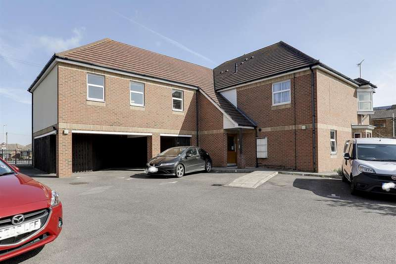 2 Bedrooms Flat for sale in Paragon Court, Hythe Road, Sittingbourne