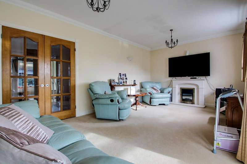 3 Bedrooms Detached Bungalow for sale in Chilburn Road, Clacton-On-Sea
