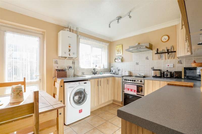 3 Bedrooms Town House for sale in Periwinkle Close, Sittingbourne