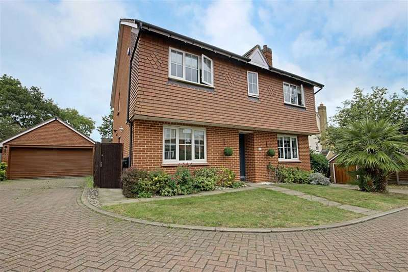 4 Bedrooms Detached House for sale in Everett Close, West Cheshunt, Hertfordshire