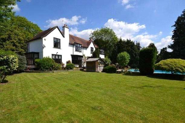 5 Bedrooms Detached House for sale in Condor Road, Laleham -On-Thames, TW18